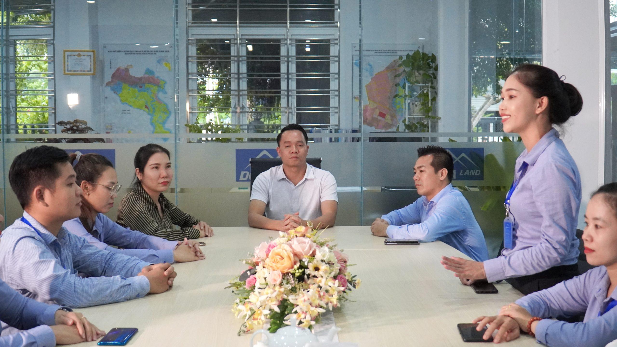 Bà Nguyễn Thị Thơ - Chuyên viên tư vấn phòng Kinh doanh