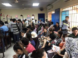 Hình ảnh nhộn nhịp tại một phòng công chứng huyện Nhơn Trạch